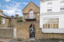 1 bedroom End of Terrace home in Sedleigh Road, London...