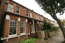 Apartment to rent in Parkview Road, Ealing