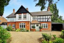 4 bed Detached property in Horsell, Surrey, GU21