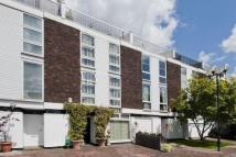 4 bed Flat in Quickswood...