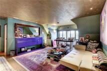 2 bedroom Flat in Walton House...