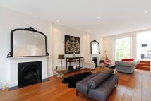 Maisonette to rent in Cromwell Crescent...