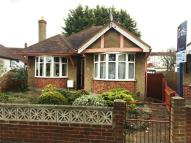 2 bed Detached Bungalow in Oakleigh Avenue...