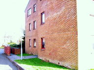 Ground Flat to rent in Lyoncross Avenue...