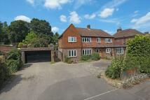 Detached house in Hadlow Road, Tonbridge