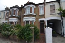 Flat to rent in Earlsfield Road, SW18