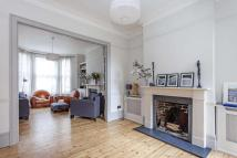 5 bed house in Elspeth Road, SW11