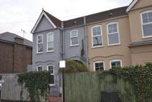 2 bed house in Montgomery Road, W4