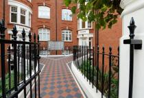 3 bed Apartment to rent in Hamlet Gardens...