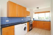 Apartment to rent in Garden Court, Kew