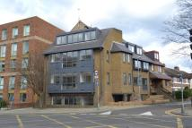 Flat to rent in Grove Crescent...
