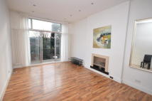 Flat to rent in Mount Nod Road, London...