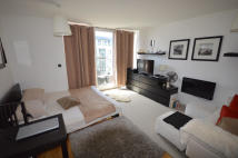 Studio apartment in QUEENSTOWN ROAD, London...
