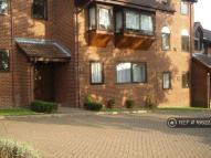 1 bed Flat to rent in Eversley Park Rd....