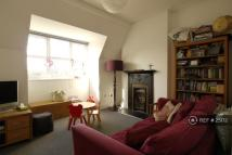 2 bedroom Flat in Creighton Avenue, London...