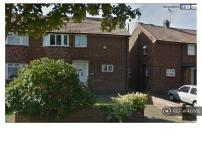 4 bedroom semi detached house in Newington Avenue...