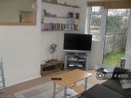 2 bed Flat to rent in Station Close, London, N3