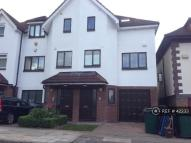 4 bedroom semi detached property to rent in Dollis Park, London, N3