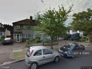 3 bed semi detached house in Broad Walk, London, SE3