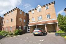 Flat in Epsom Court, Whiteley...