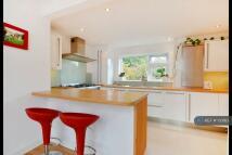 Flat to rent in Broom Close, Teddington...