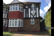 3 bedroom End of Terrace house to rent in Aragon Road, Morden, SM4