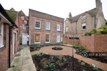 Flat to rent in Church Lane, Tonbridge...