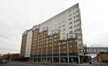 2 bedroom Flat in Commercial Road, London...