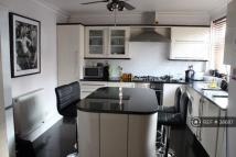 3 bedroom Flat in Marshfield Street...