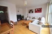 Flat to rent in Gresham Road, Brixton...