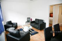 2 bedroom Flat in Churchill Gardens...