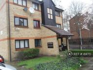 1 bedroom Flat to rent in Malden Close, Stratford...
