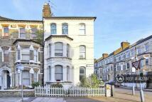 Flat to rent in Ilminster Gardens...