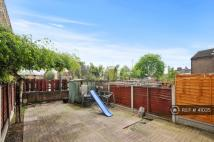 4 bedroom Flat in Boyton Close, London, E1