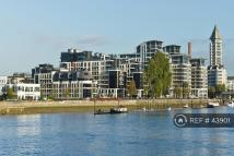 Flat to rent in Imperial Wharf, London...