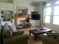 3 bedroom Flat to rent in Wandsworth Road, London...