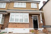 Smeaton Road semi detached house to rent