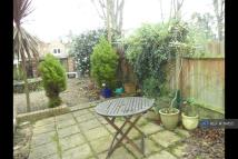 Flat to rent in Fordhook Avenue, London...