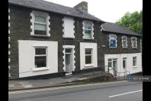 Flat to rent in High Street, Llanhilleth...