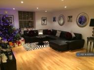 2 bedroom Flat to rent in Royal Drive, London, N11