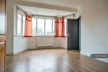 Flat to rent in Willesden Green, London...