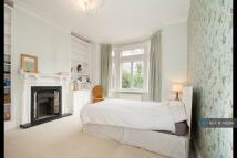Flat to rent in Bolingbroke Grove...