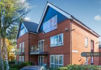 Flat to rent in Garden Lodge Close...