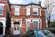 Flat to rent in Palace Road, London, SW2