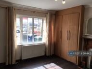 Maisonette to rent in Fernwood Crescent...