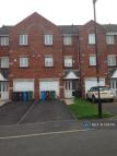 4 bed semi detached property to rent in Oakley Drive, Oldham, OL1