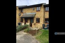 1 bed Terraced property in Cheltenham Close, Surrey...