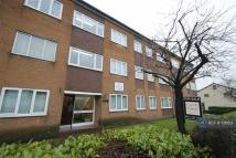 Flat to rent in Moorside Road...