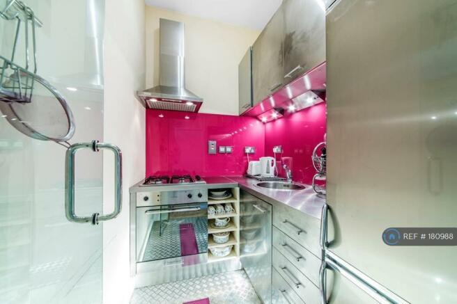 Kitchen With Gas Hob, Elec Oven, Fridge Freezer
