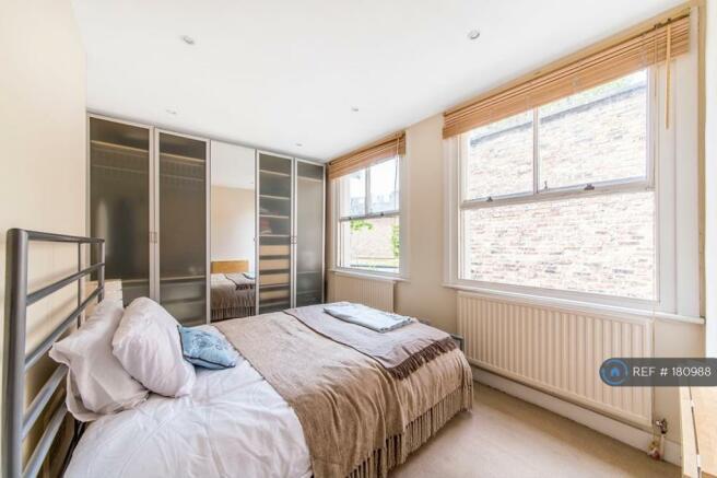 Master Double Bedroom Wth Floor To Ceiling Storage